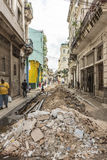 Ausgegrabene Straße in altem Havana stockfotos