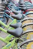 Ausgerichtete Mietfahrräder, Peking, China stockbild