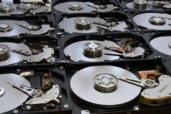 Ausgerichtete offene Festplatten-Computer-Antriebe Stockbild