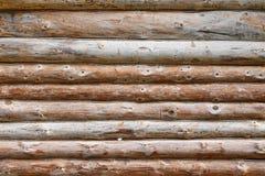 Ausgeschiffter raue Blockhaus-Wand-horizontaler Hintergrund Lizenzfreies Stockfoto