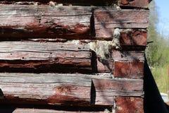 Ausgeschiffter raue Blockhaus-Wand-horizontaler Hintergrund oder Beschaffenheit, Abschluss oben Stockbild