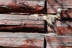 Ausgeschiffter raue Blockhaus-Wand-horizontaler Hintergrund oder Beschaffenheit, Abschluss oben Lizenzfreies Stockfoto