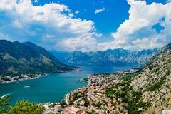 Ausgezeichnete Ansicht von Kotor-Bucht Montenegro Stockfotos