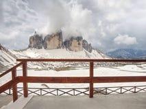 Ausgezeichnete Ansicht von Terrasse zu Symbol von Dolomiten - Tre Cime lizenzfreies stockfoto