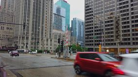 Ausgezeichnete Meile Chicagos mit seinen hohen Aufstiegsgebäuden - CHICAGO, USA - 12. JUNI 2019 stock video