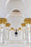Ausgezeichneter Innenraum von Sheikh Zayed Grand Mosque in Abu Dhabi, UAE Lizenzfreie Stockbilder