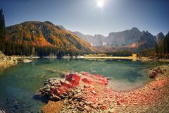 Ausgezeichneter Morgen des Sees Fusine lizenzfreie stockfotos