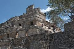 Aushöhlung und Wiederherstellung arbeiten an der Akropolise von Edzna, Campeche, Mexiko stockbild