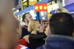 Ausländer, die Spaß auf Hong Kong Streets haben Lizenzfreies Stockfoto