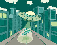 Ausländisches Raumschiff oder UFO, die ein Auto in der Stadt entführen Stockfotografie