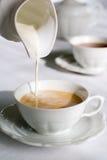 Auslaufende Milch Stockfoto