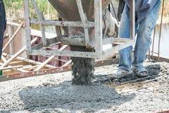 auslaufender Beton arbeitet an der Baustelle Stockfotografie