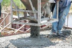 auslaufender Beton arbeitet an der Baustelle Lizenzfreie Stockfotos
