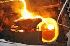 Auslaufender flüssiger Stahl Lizenzfreie Stockfotos