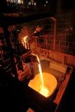 Auslaufender flüssiger Stahl Lizenzfreies Stockfoto