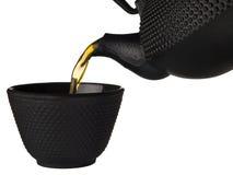 Auslaufender gesunder grüner Tee lizenzfreies stockfoto