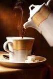 Auslaufender heißer Kaffee Stockbild