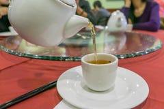 Auslaufender Tee Lizenzfreie Stockfotos