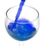 Auslaufendes alkoholisches Getränk Lizenzfreies Stockbild
