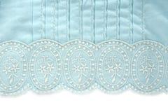 Auslegung der weißen Blume des Stickerei truquoise Gewebes Stockbild