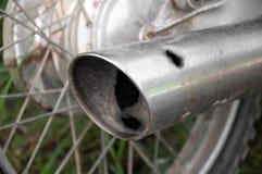 Auspuffrohr-Motorradloch lizenzfreie stockbilder