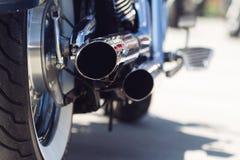 Auspuffrohrdetail des Motorrades hinteres Stockbild