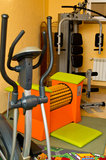 Ausrüstung in der Hauptgymnastik lizenzfreie stockbilder