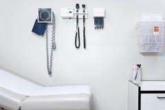 Ausrüstung in einem Doktorbüro lizenzfreies stockfoto