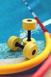 Ausrüstung für Aqua Aerobics Stockfoto