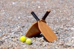 Ausrüstung für das Spielen auf dem Strand stockbilder