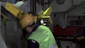 Ausrüstung für den Rohstoff, von dem factorys Produkte herstellte stock footage