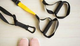 Ausrüstung für Sport und Yoga, sich Ihren Körper auch entspannen stockfotografie