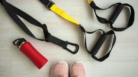 Ausrüstung für Sport und Yoga, sich Ihren Körper auch entspannen stockbild