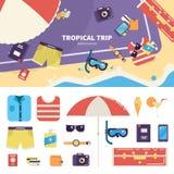 Ausrüstung für tropische Reise auf Sand Lizenzfreie Stockfotos
