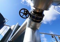 Ausrüstung, Seilzüge und Rohrleitung innerhalb der Anlage Lizenzfreies Stockfoto
