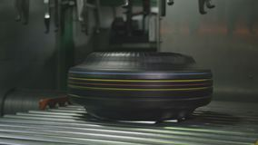 Ausrüstungs-Enge-Haken senkt Reifen auf Förderer-Nahaufnahme