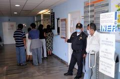Ausrichten für Grippeüberprüfung in Mexiko Stockbilder