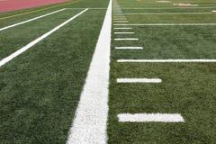 Ausrichtlinien auf Fußballplatz Stockbild