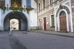 Ausrospoort (poort van dageraad) met basiliek van Madonna Ostrobramska royalty-vrije stock foto's