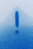 Ausrufezeichen geschrieben in ein gefrorenes Glas Stockbild
