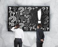 Ausrufs- und Fragezeichen Stockbild