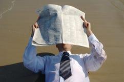 Ausscheidungswettkampf durch die Nachrichten lizenzfreies stockfoto