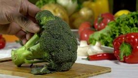 Ausschnitt-Brokkoli-Blütenstände stock footage