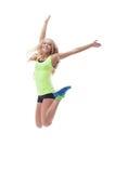 Ausschnitt der glücklichen jungen blonden Aufstellung im Sprung Stockfotos