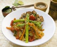 Ausschnittspfad des vegetarischen Tellers Lizenzfreies Stockfoto