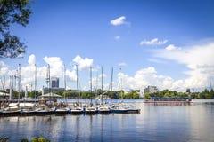 Aussenalster湖的江边在汉堡,德国 免版税图库摄影
