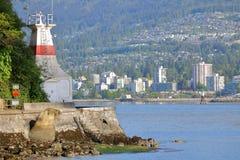Aussicht-Punkt-Leuchtturm und Nord-Vancouver, Kanada stockbild