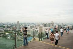 Aussichtsplattform Singapurs Dezember 2012 - im Sandhotel in der Sünde Stockbild