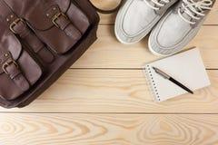 Ausstattung des Reisenden, des Studenten, des Jugendlichen oder des jungen Mannes Lizenzfreie Stockfotografie