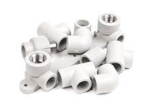 Ausstattung - PVC-Verbindungskoppler, zum von Polypropylenrohren anzuschließen Stockfoto